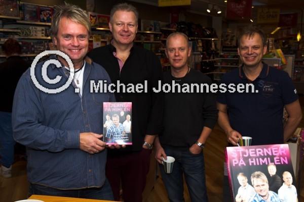 08-11-2013 Kandis besøg i Bog og Ide i Holbæk for at signere deres nye bog Stjerner På Himlen, og snakke om den.